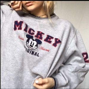 Mickey vintage Disney's classic charm sweater